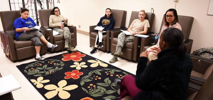 Mujeres en sala de espera